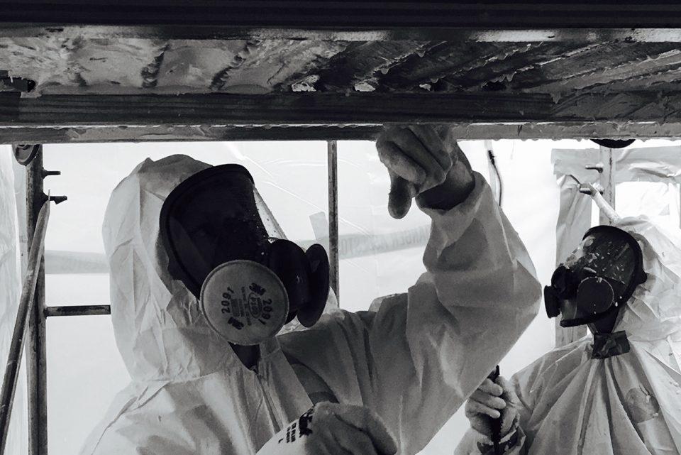 Asbestfasern darf man nicht einfach überkleben oder versiegeln